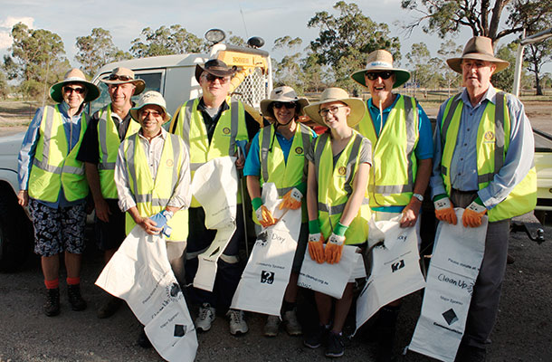 Rotary Club of Narrabri helps clean up on Clean Up Australia Day